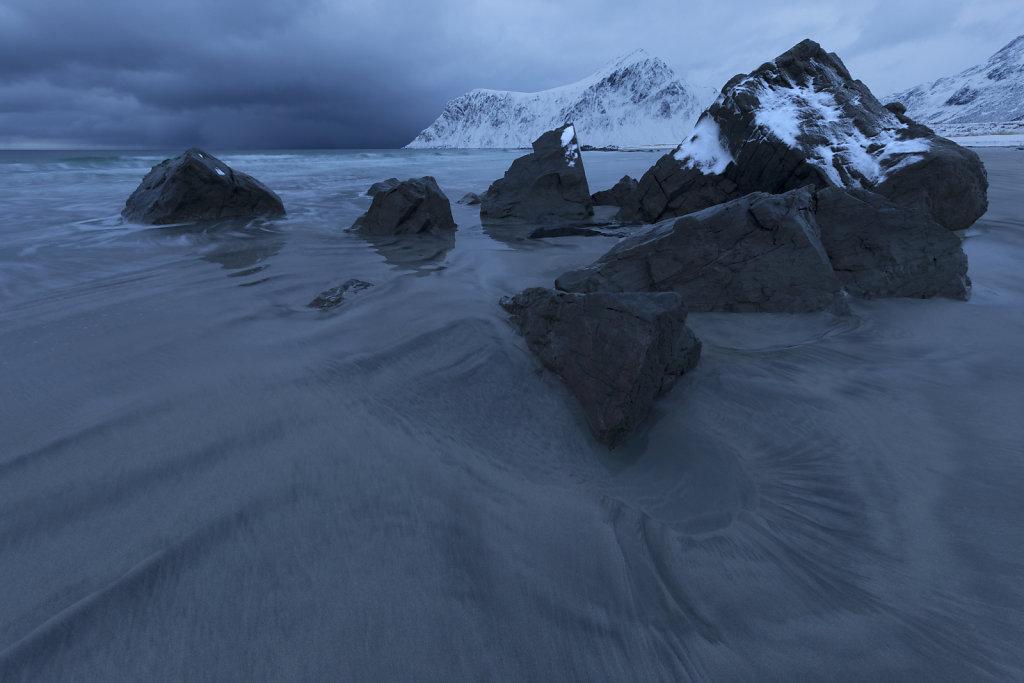 Sandmuster am Strand von Flakstad