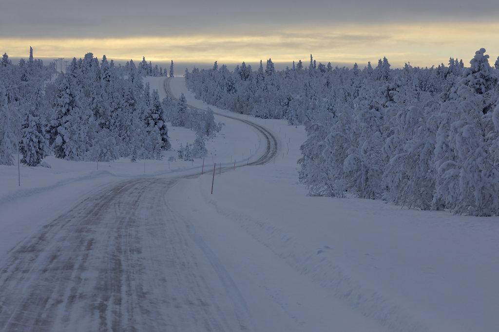 Auf einer Nebenstraße zwischen Inari und Kittilä
