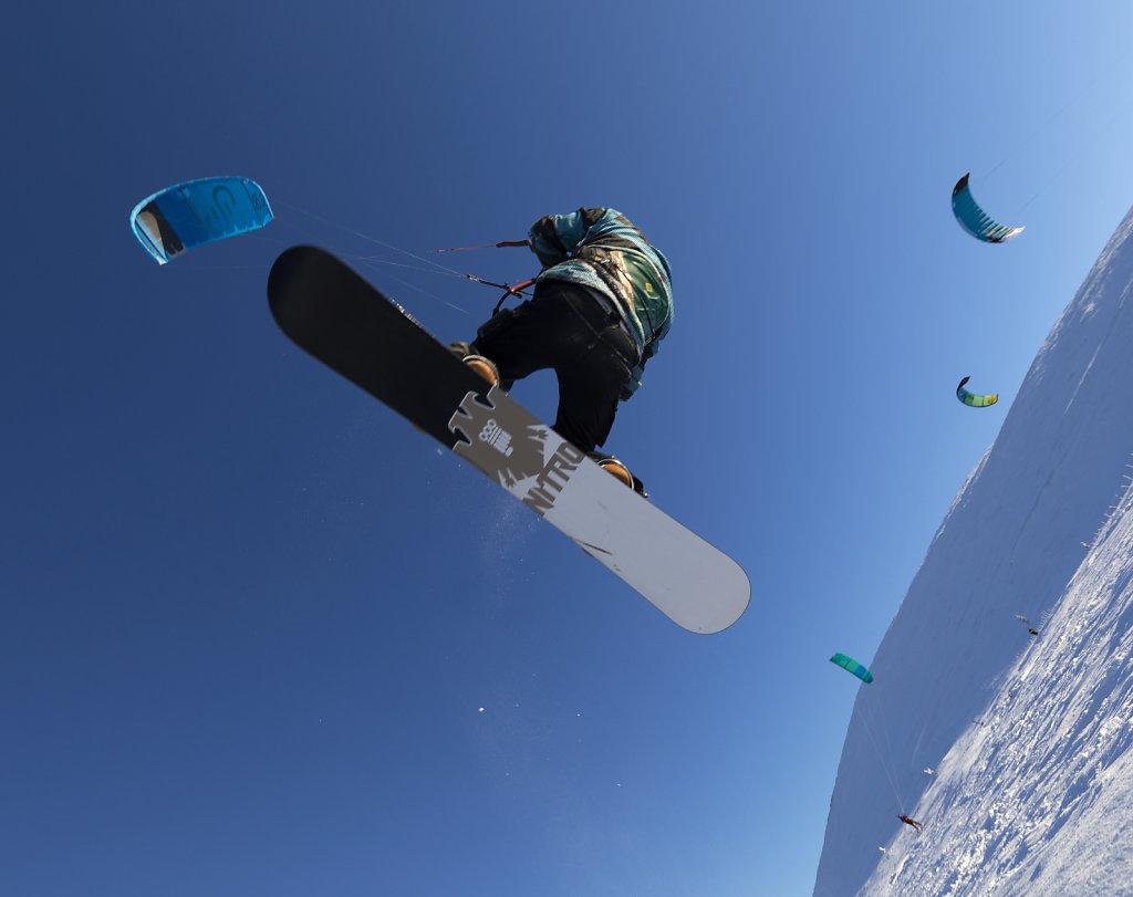 Snowkiter in action